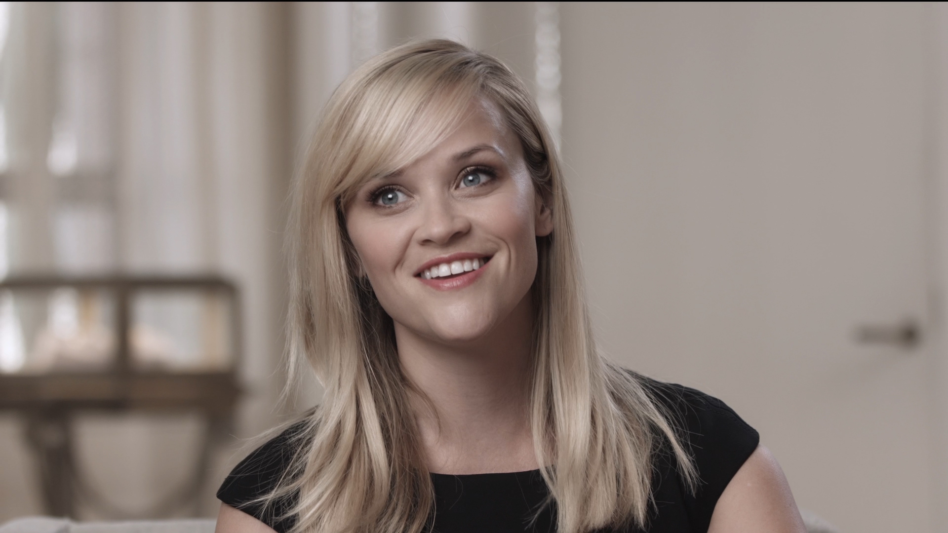 Tiffany & Co. Salon with Reese Witherspoon.MP4.00_00_45_13.Still004